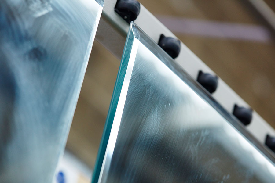 Bevelled glass mirrors in production