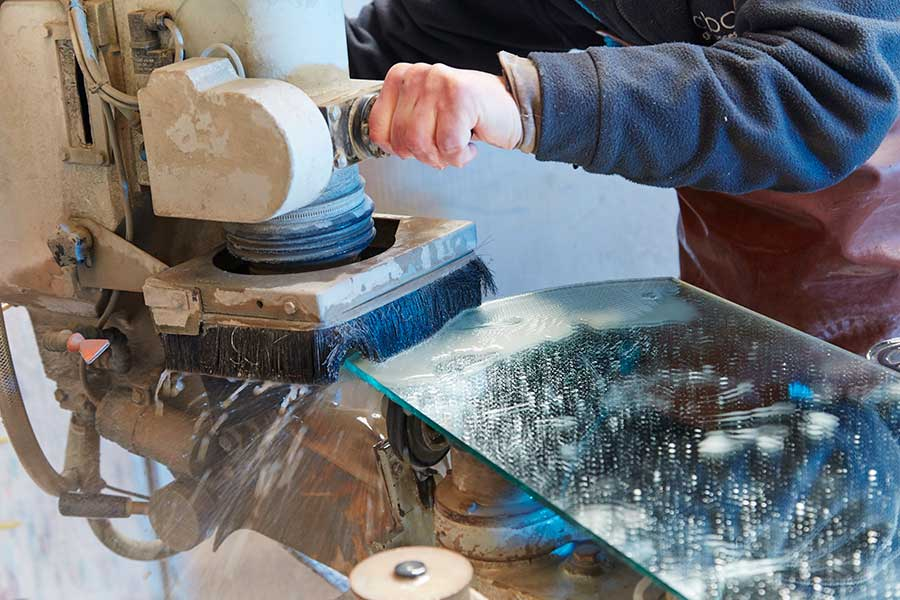 Creating bevelled edge glass by hand