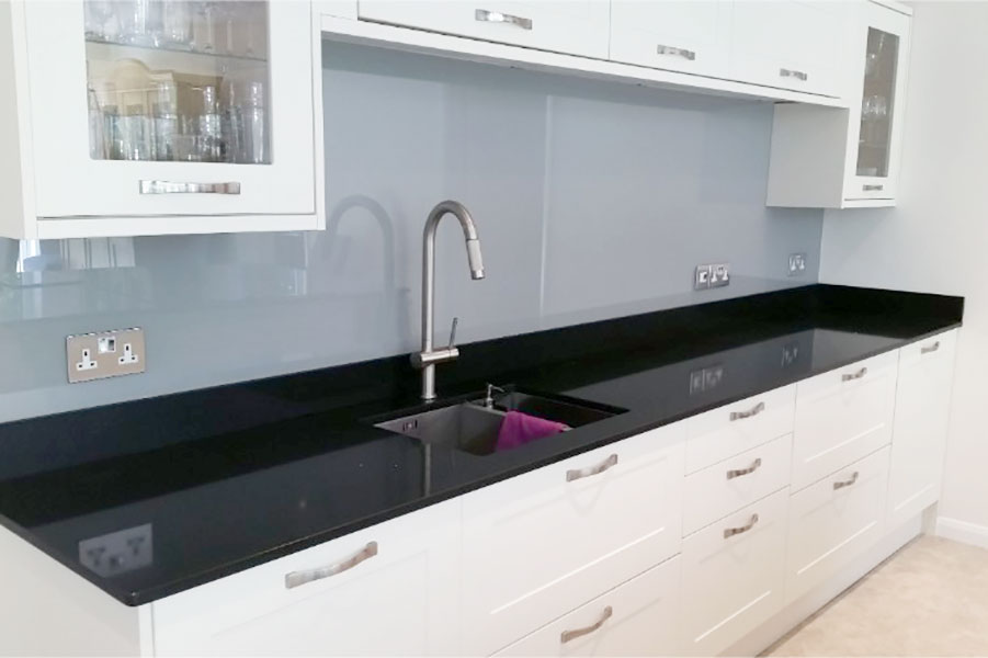Kitchen splashback in light grey painted glass
