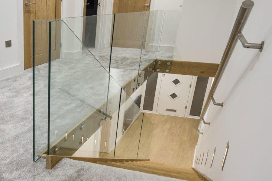 Structured glass balustrade with no handrail